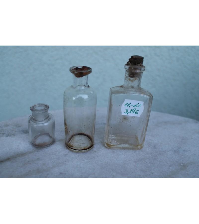 Antikvariniai vaistu buteliukai.