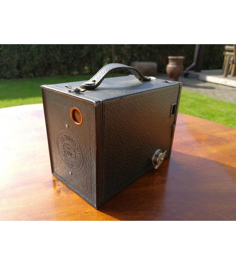 Antikvarinis Brownie fotoaparatas. Kaina 32