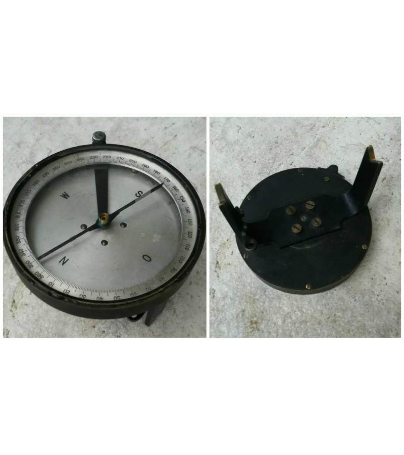 Antikvarinis metalinis kompasas. Kaina 32