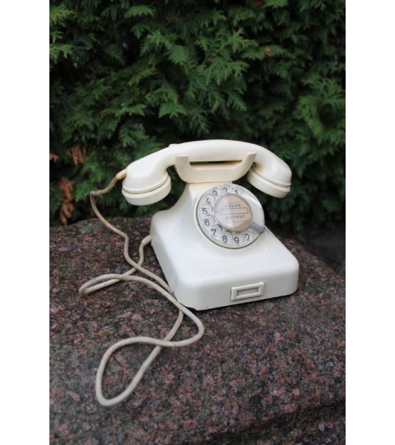 Antikvarinis telefonas. Kaina 92 Eur.