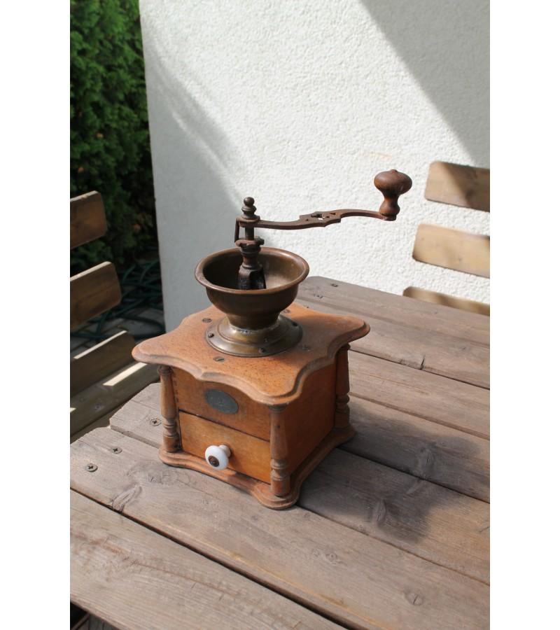Antikvarinė prancūziška kavamalė. Kaina 48