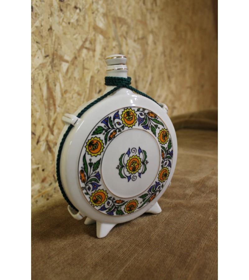 Porcelianinis kelioninis grafinas. Kaina 27 Eur.