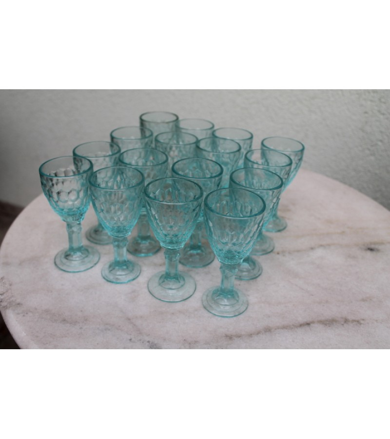 Stikliukai, taurėlės antikvariniai. 28 vnt. Kaina po 6 Eur.