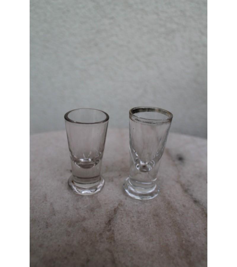 Senoviniai stikliukai. Kaina 3 ir 2 Eur.