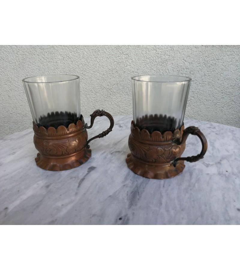 Antikvariniai variniai Stikliniu laikikliai (podstakanikai). Kaina 52 uz abu.