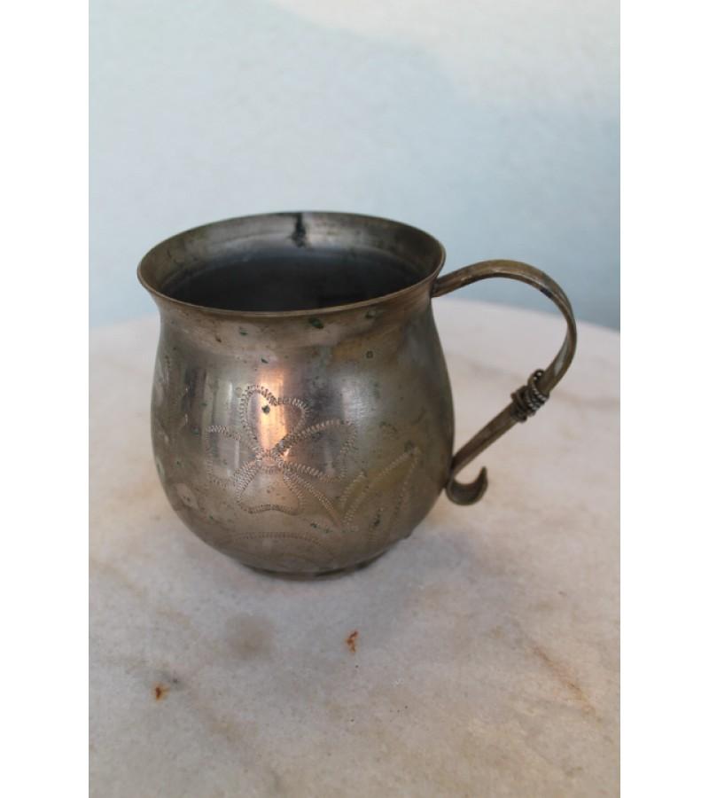 Metalinis puodelis. Kaina 3 Eur.