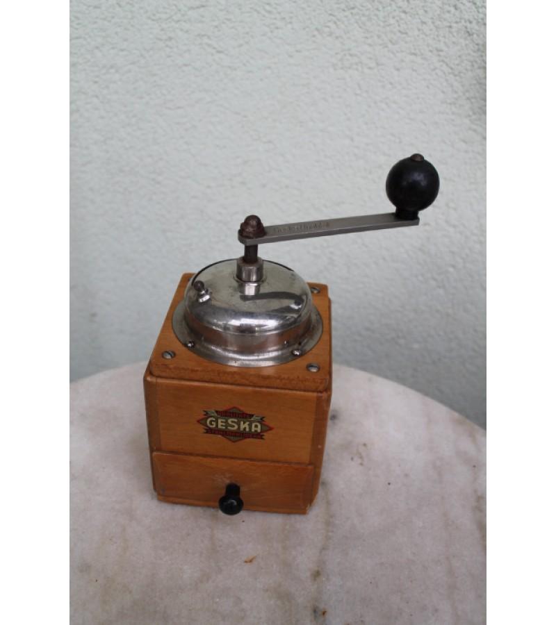 Antikvarine kavamale Geska. Kaina 26 Eur.