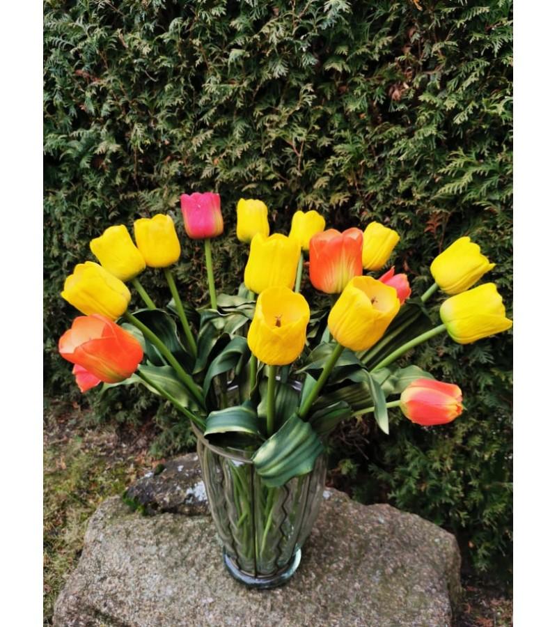 Vaza su 17 vnt. puikios kokybės dirbtinių tulpių žiedų. Kaina 68