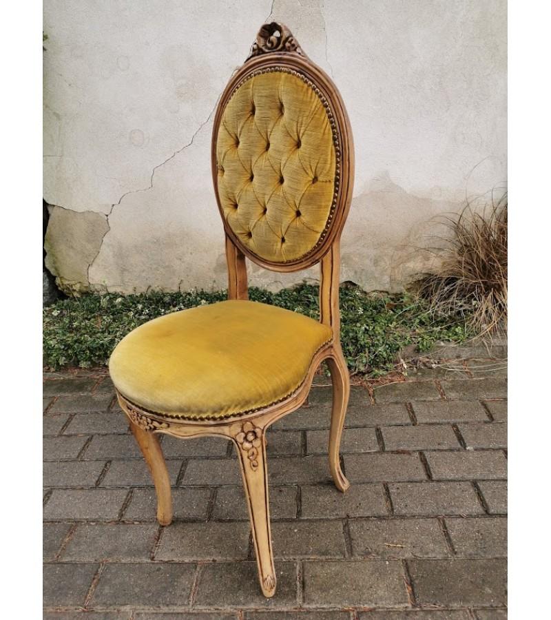 Kėdė, nedidelė.  Kaina 57