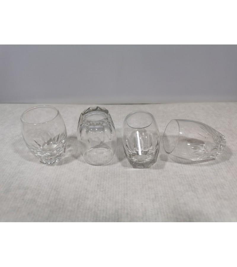 Taurelės, stikliukai antikvariniai, elegantiški, maži. 4 vnt. Kaina 6 už visas.