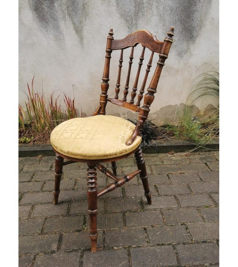 Kėdė antikvarinė, tekinta. Kaina 53