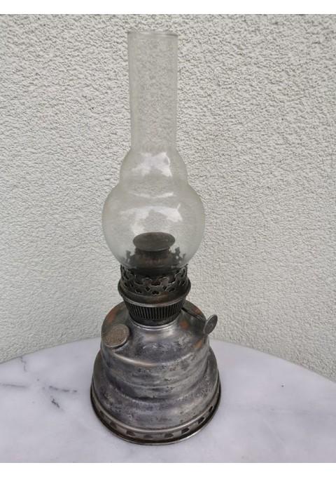 Žibalinė lempa antikvarinė skardiniu pagrindu su dagčiu. Kaina 28