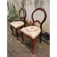 Kėdės antikvarinės, siuvinėtos, tvirtos. 2 vnt. Kaina po 52