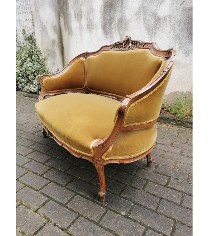 Komplektas prancūziškas, antikvarinis: dvisėdis ir kėdė. Tvirti ir elegantiški. Komplekto Kaina 370 už viską arba 350 ir 80.