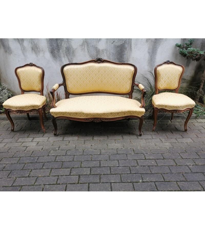 Komplektas antikvarinis: dvisėdis ir dvi kėdės. Kaina 350 už viską arba 250 ir kėdės po 70.