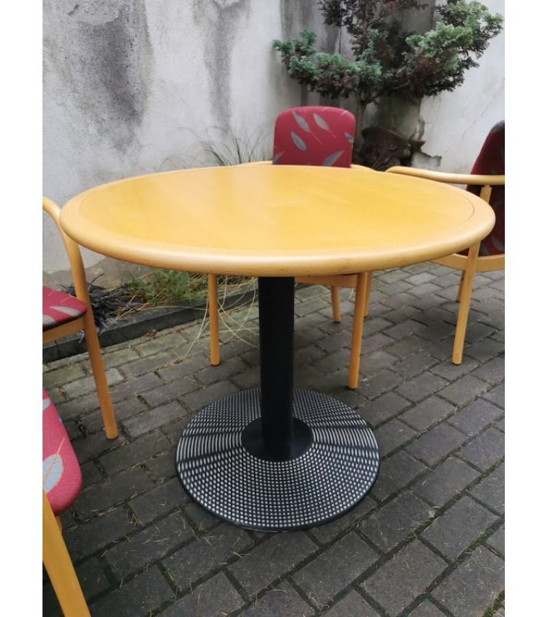 Komplektas: stalas su 4 kėdėmis, firminis Kinnarps, švediškas. Kaina 192