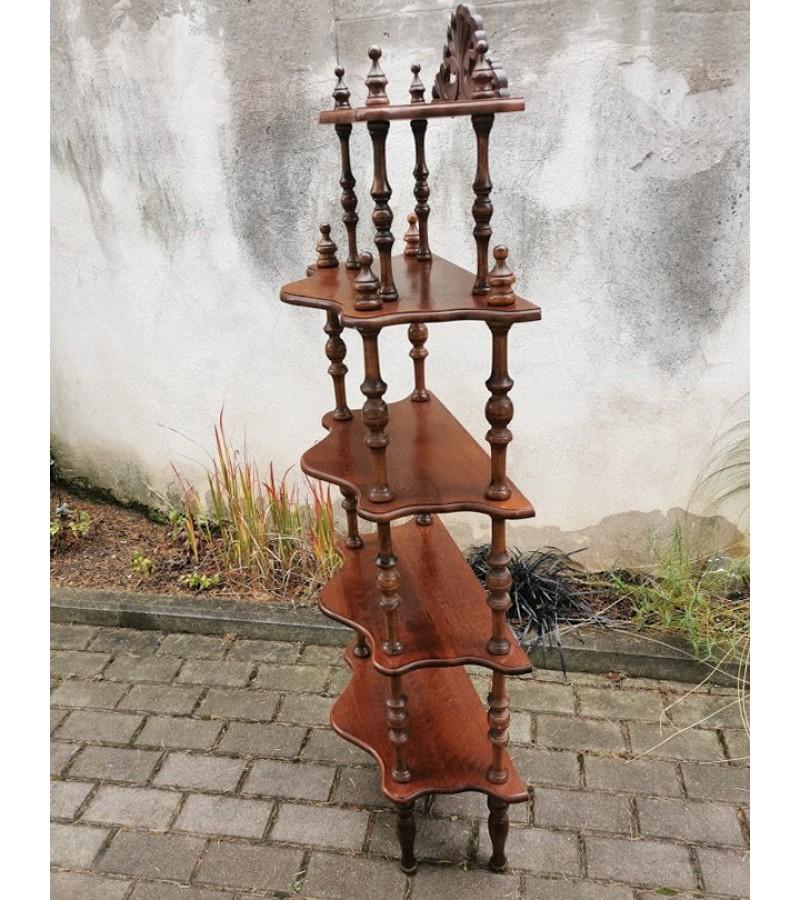 Etažerė tekinta medinė, tvirta. Kaina 108