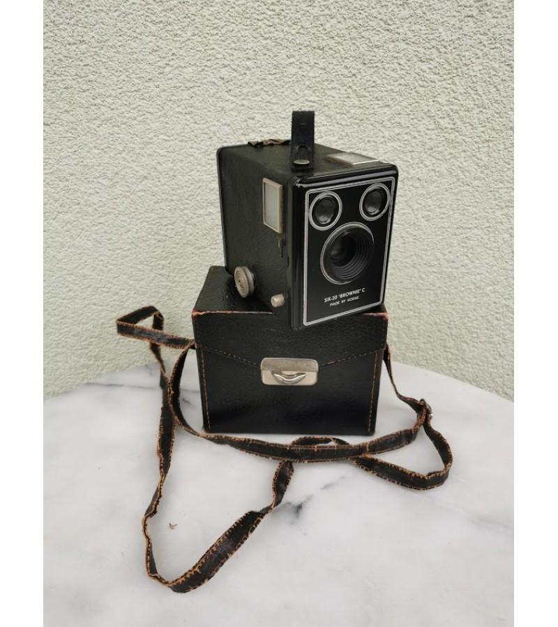 Fotoaparatas antikvarinis Kodak Brownie su dėklu. Kaina 62