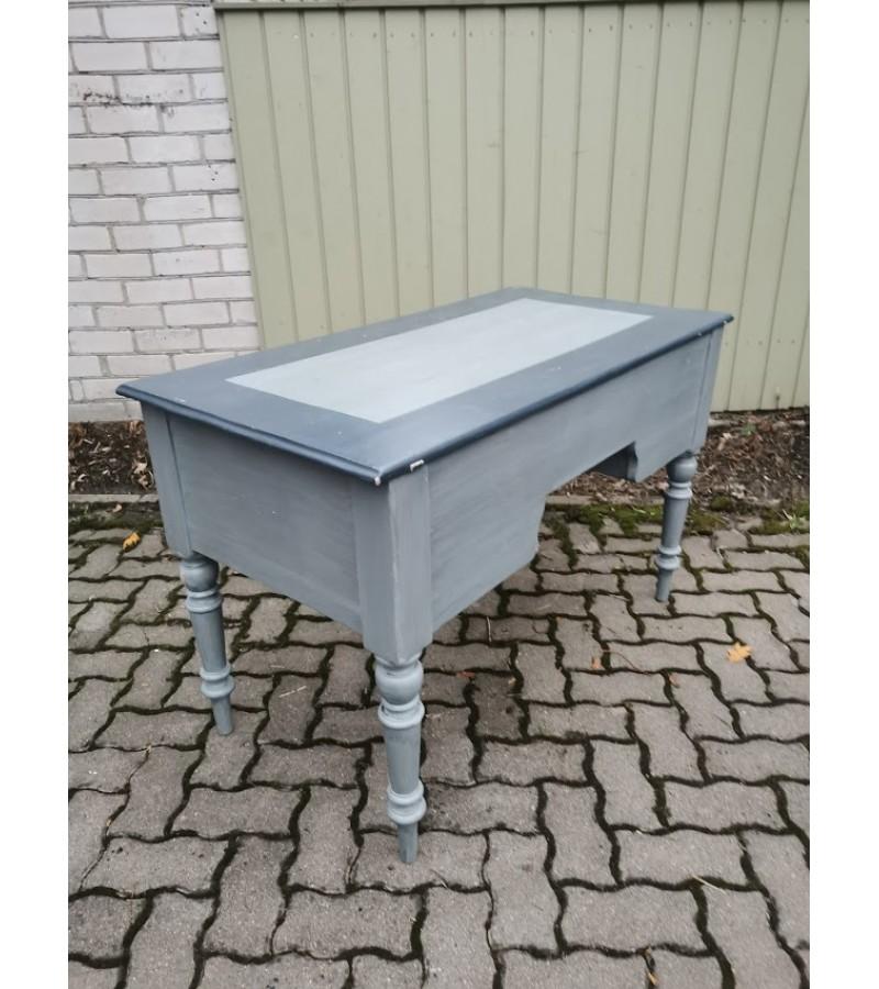 Rašomasis stalas, antikvarinis, medžio masyvo, tvirtas. Kaina 187
