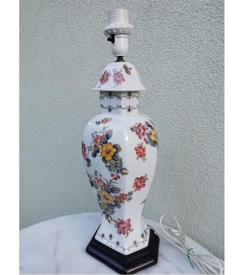 Šviestuvas, vaza porcelianinė. Kaina  62