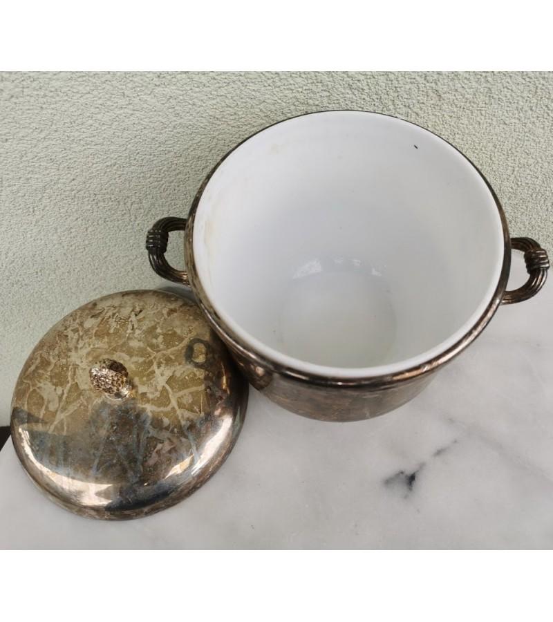Puodas antikvarinis, sidabruotas ledukams. Kaina 36