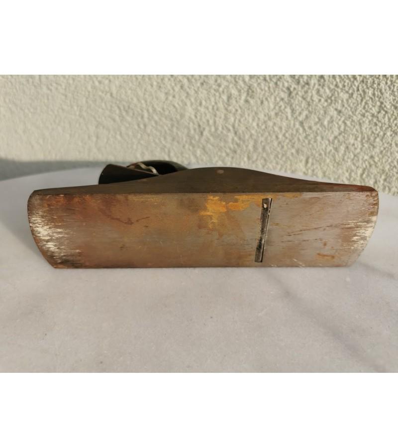 Obliukas metalinis, antikvarinis. Kaina 32