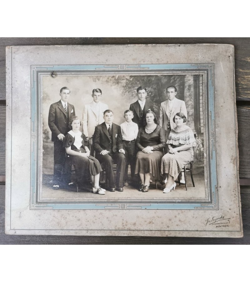 Nuotrauka antikvarinė Kanados lietuvių. Dydis su rėmeliu 25 x 30 cm. Kaina 16