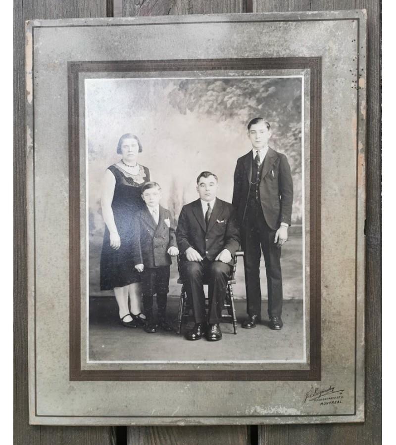 Nuotrauka antikvarinė Kanados lietuvių. Dydis su rėmeliu 25 x 31 cm. Kaina 13