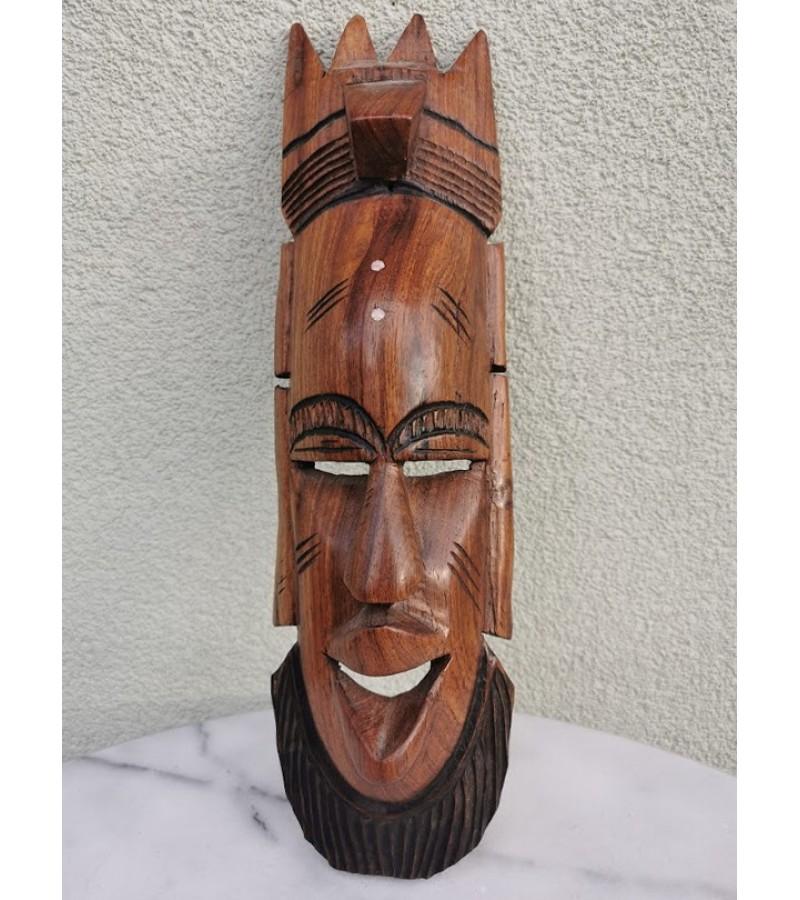 Kaukė drožinėta, medžio masyvo. Kaina 26