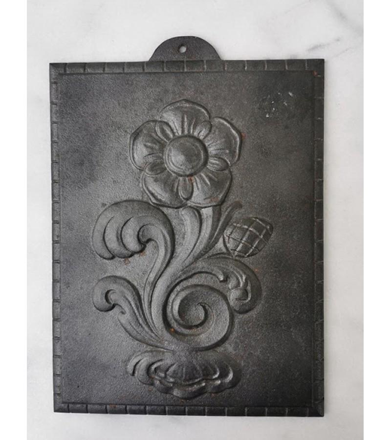 Papuošimas antikvarinis, ketaus, špižinis, galimai krosnies, židinio detalė. Kaina 32