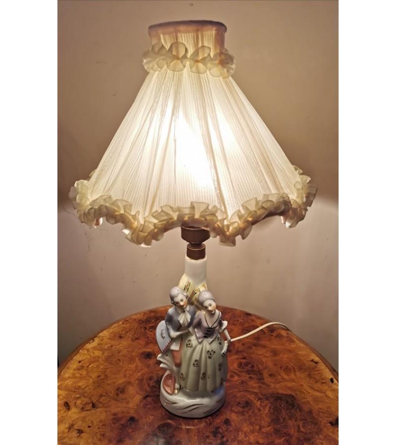 Šviestuvas antikvarinis stalinis-porcelianinė statulėlė Porelė. Kaina 53
