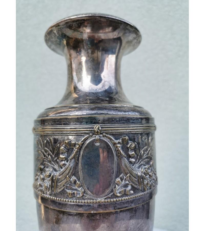 Vaza antikvarinė sidabruota. Kaina 43