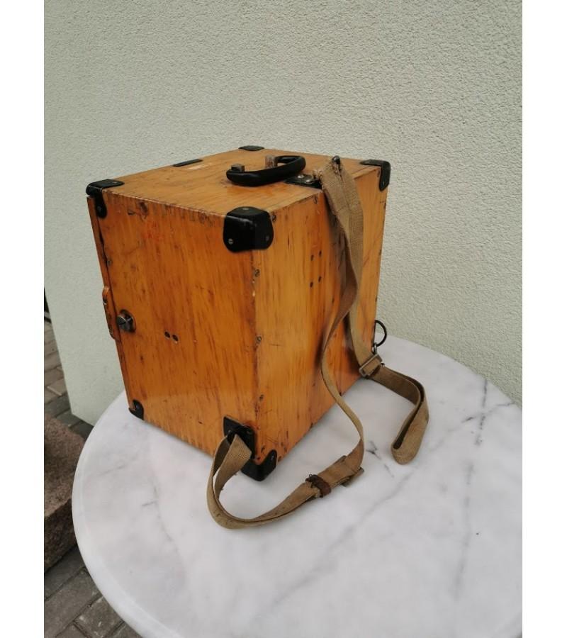 Teodolitas medinėje dėžėje. Veikiantis. Kaina 97