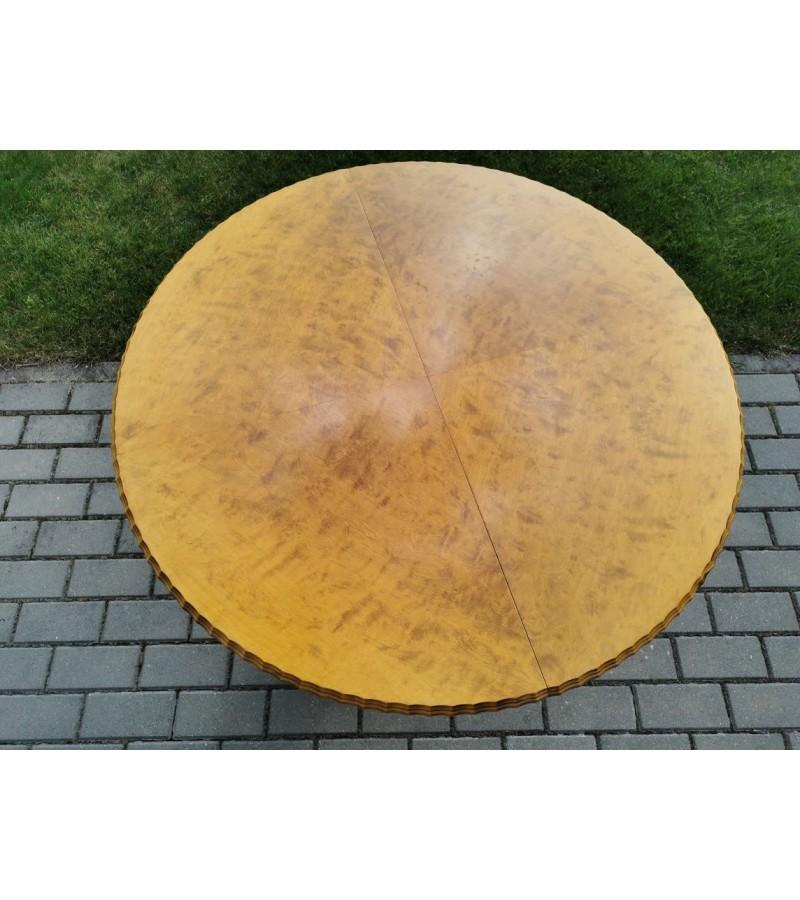 Stalas reguliuojamo aukščio, prailginamas, tvirtas, antikvarinis. Kaina 187