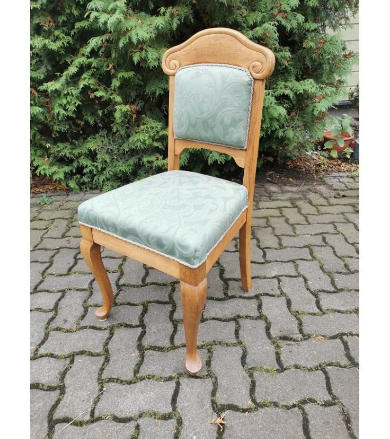 Kėdė ąžuolinė, antikvarinė, tvirta. Kaina 21