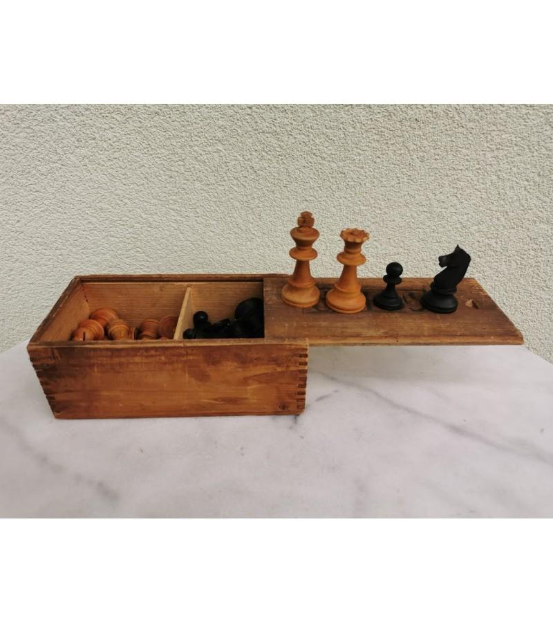 Šachmatai antikvariniai, mediniai. Visos-32 figūros. Kaina 23