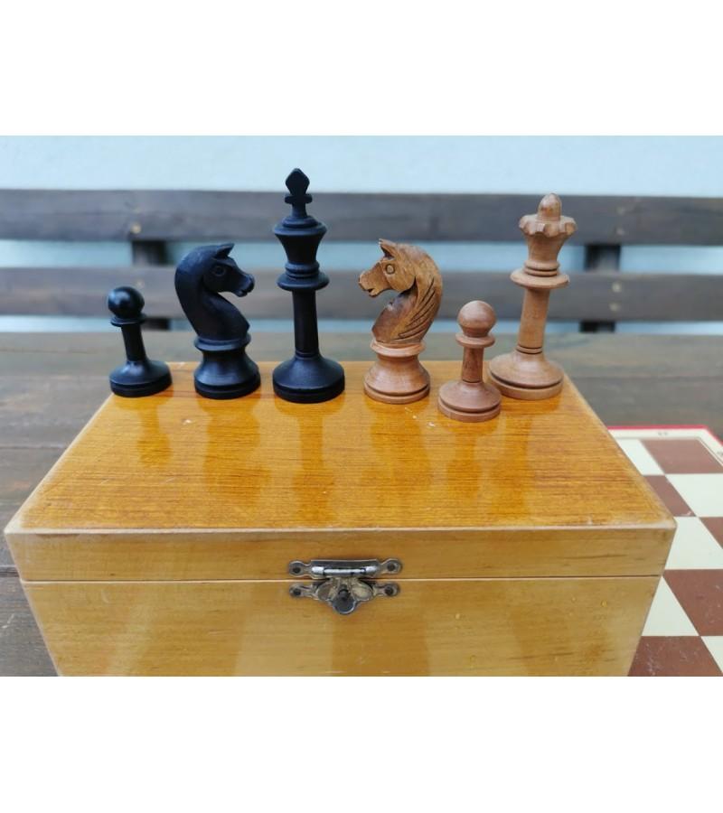 Šachmatai vintažiniai su lenta. Kaina 26