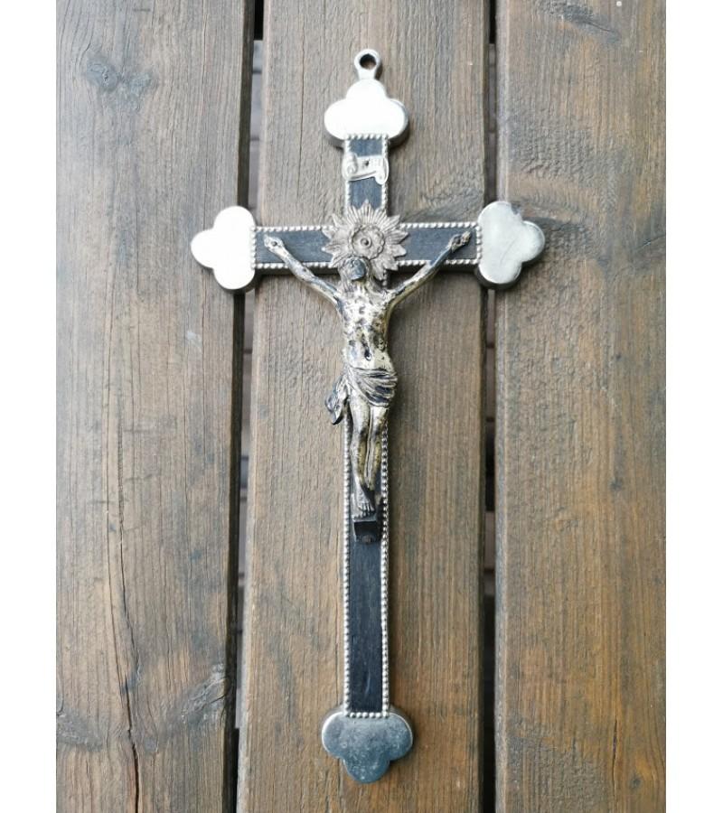 Kryžius antikvarinis. Metalas, medis. Kaina 28