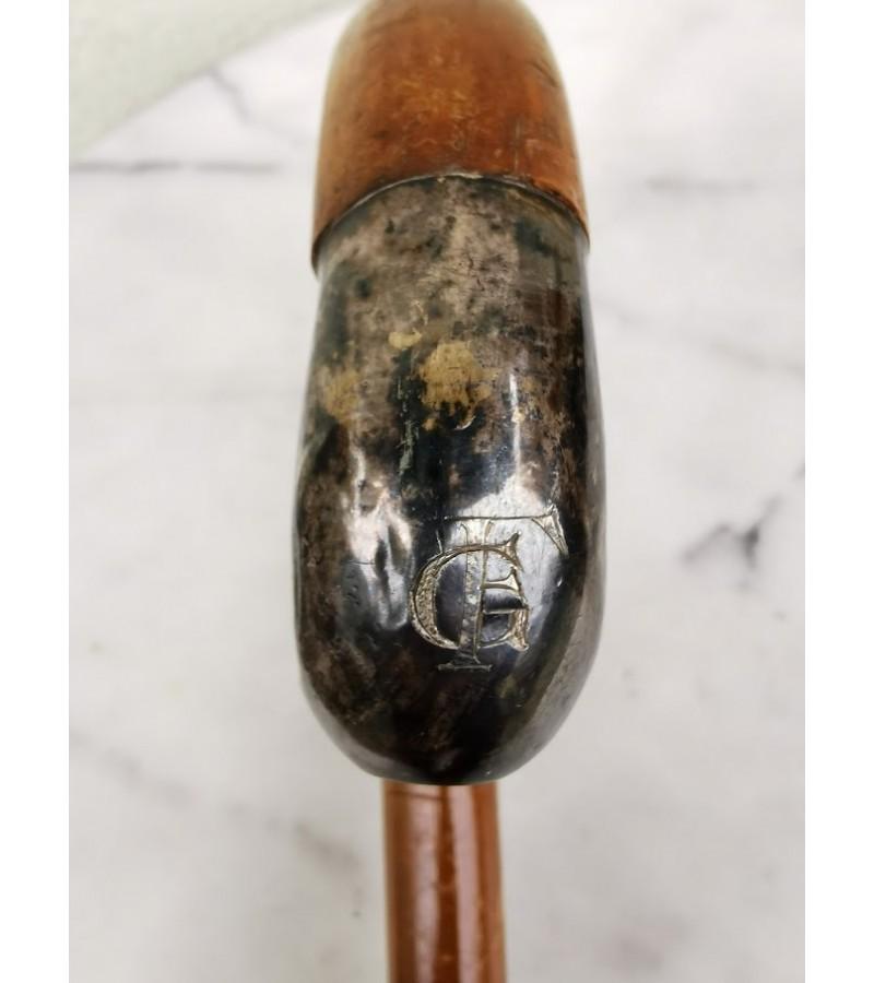 Lazda antikvarinė su inicialais GF. Kaina 32
