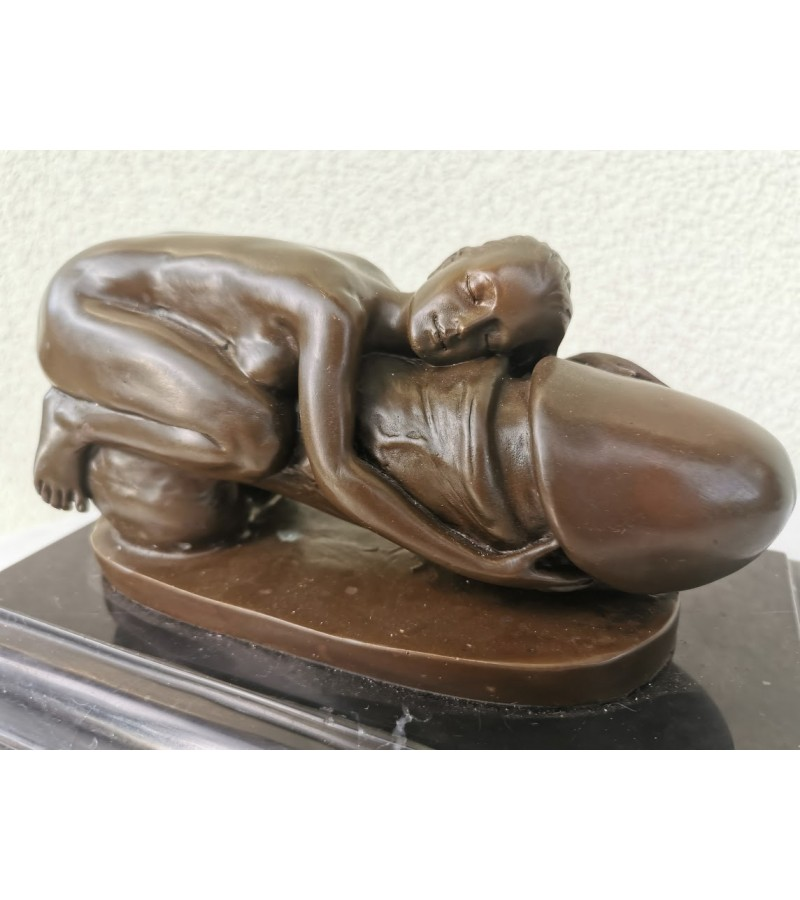 Statula erotinė, bronzinė statula marmuriniu pagrindu. Prancūzija. Kaina 207