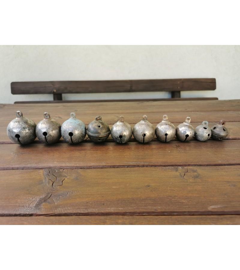 Žvanguliai, varpeliai antikvariniai su užrašais. Kaina nuo 13 iki 23.