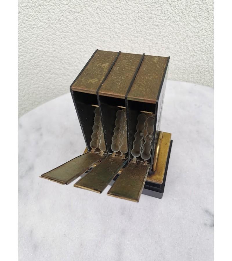 Cigarečių dėtuvė tarybinė, Kosmoso pasiekimų tema, 1966 m. Neveikia. Kaina 21