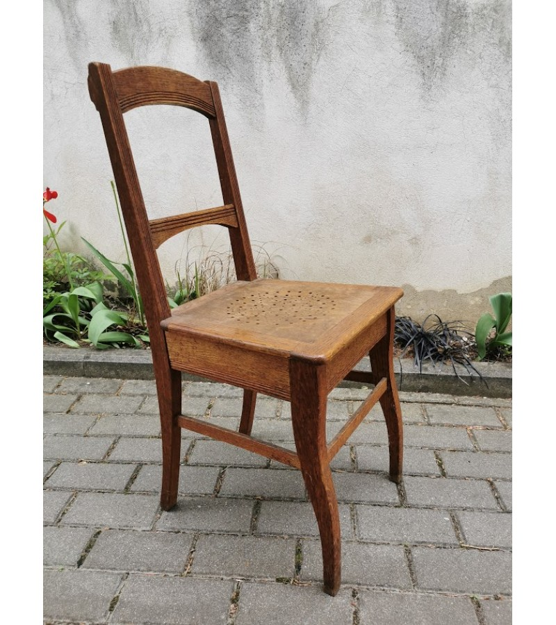 Kėdė antikvarinė, tvirta, ąžuolinė. Kaina 42