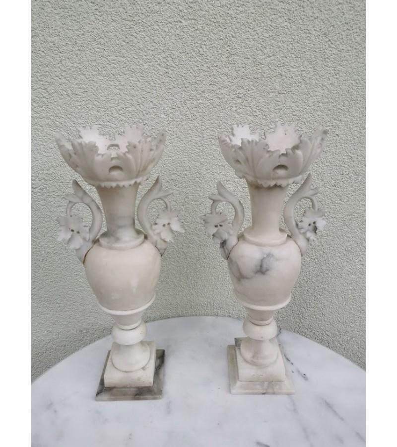 Marmuriniai, antikvariniai papuošimai, vazos, kolonos, žvakidės. 2 vnt. Kaina po 82