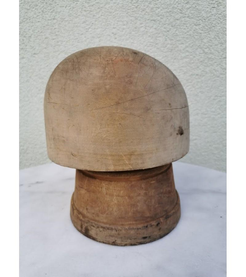 Kepurės siuvimo forma medinė, antikvarinė, kelių padėčių. Kaina 68