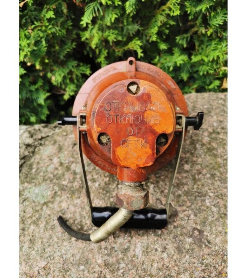 Prožektorius, lempa, šviestuvas jūrinis su grotelėm, tarybinis. Kaina 47