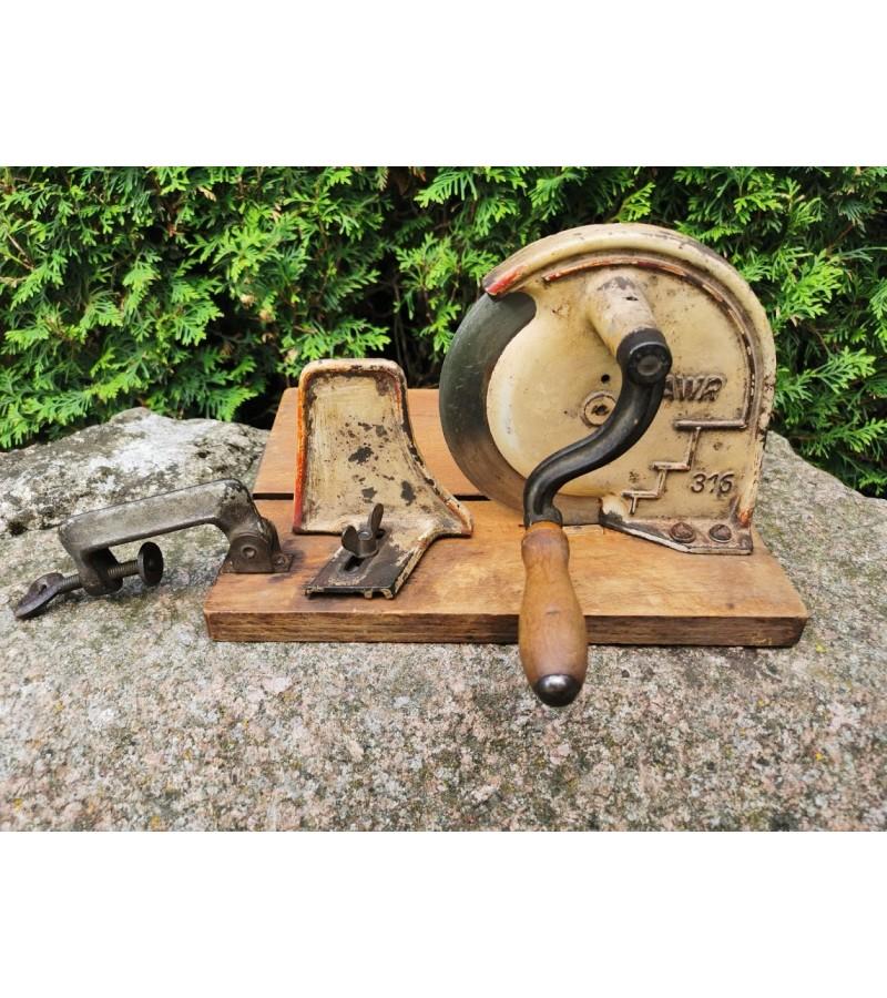 Duonos pjaustyklė antikvarinė, vokiška. Kaina 43