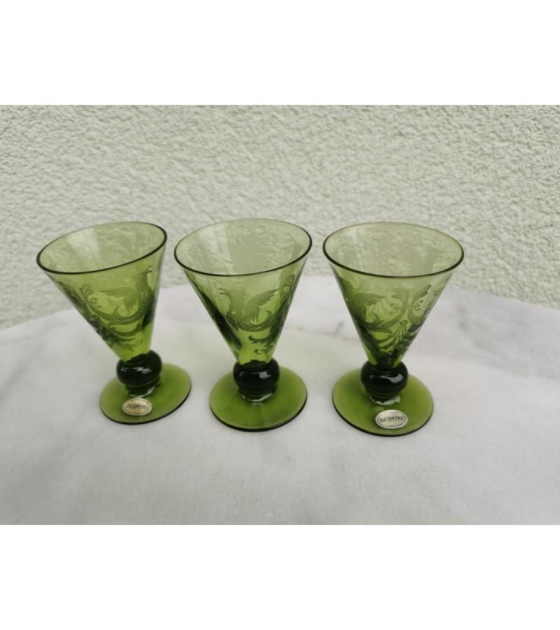 Taurelės žalio stiklo, raižytos. 3 vnt. Kaina 6