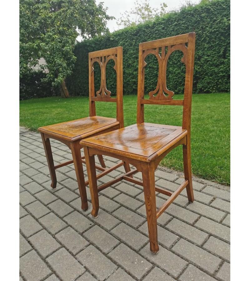 Kėdė ąžuolinė reljefine sėdimąja dalimi, antikvarinė. Tvirta. LIKO VIENA.  Kaina 48