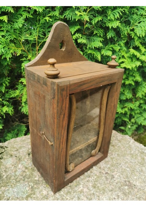 Spintelė laikrodžiui (budnikui, žadintuvui) antikvarinė, lietuviška. Kaina 62